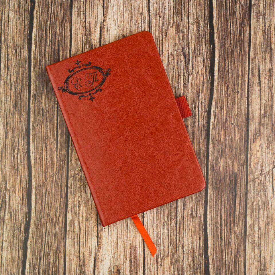 """Купить Блокнот с инициалами """"Красная линия"""" в интернет-магазине подарков. Огромный выбор необычных подарков и сувениров широкого ценового диапазона!"""