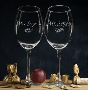 Комплект именных бокалов для вина Мистер и МиссисКомплект бокалов для вина с гравировкой, изготовленный на заказ<br>