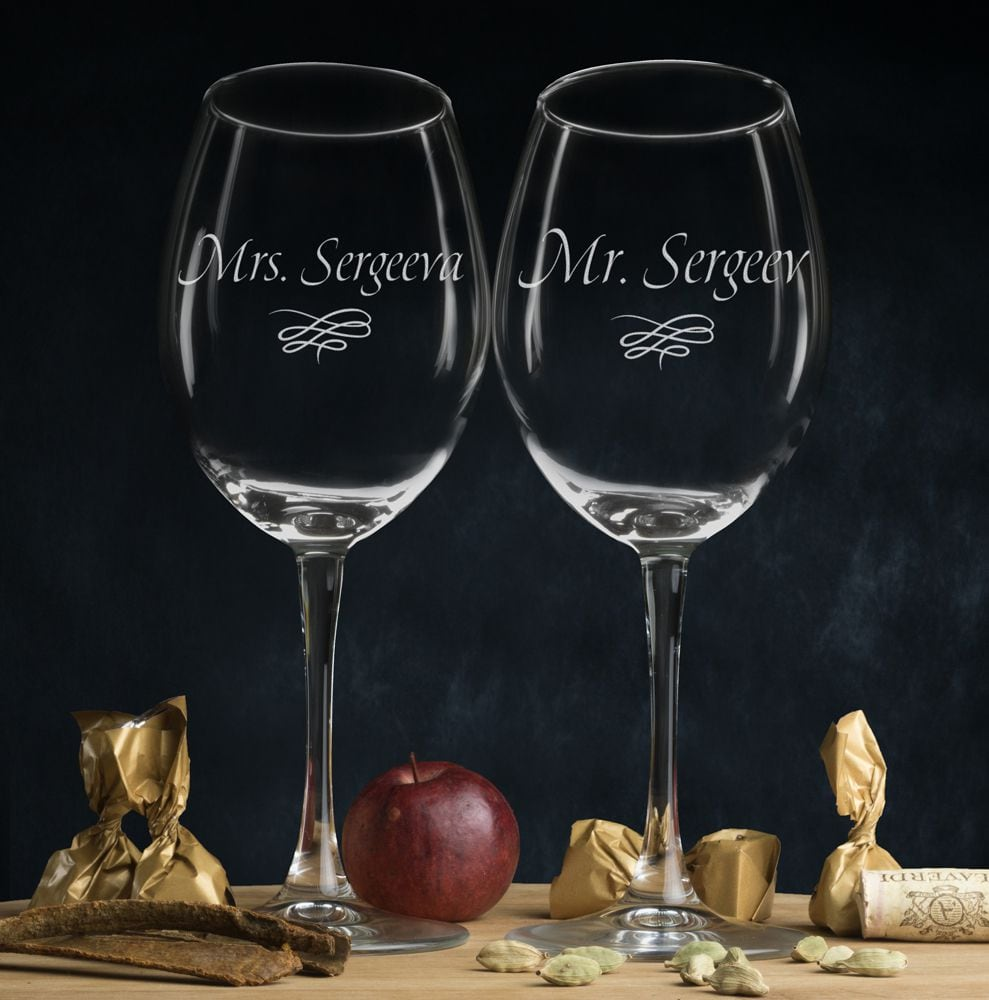 """Купить Комплект именных бокалов для вина """"Мистер и Миссис"""" в интернет-магазине подарков. Огромный выбор необычных подарков и сувениров широкого ценового диапазона!"""