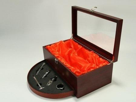 Купить Винный набор - кофр с выдвижным ящиком в интернет-магазине подарков. Огромный выбор необычных подарков и сувениров широкого ценового диапазона!