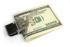 Зажим для денег *Доллар* с гравировкойХрани голову в тепле, а деньги в специальном зажиме<br>