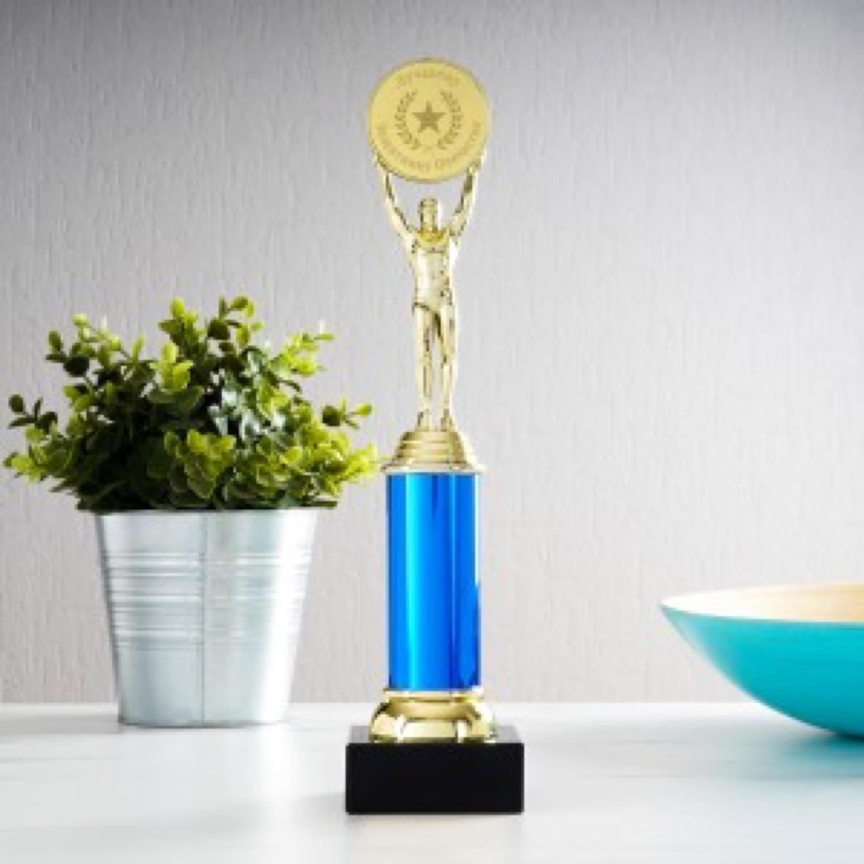 Наградная статуэтка *Лучшему Защитнику Отечества* статуэтка moda argenti статуэтка st324boro