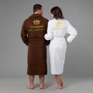 Комплект халатов с именной вышивкой Царь и Царица (коричневый и белый) комплект халатов с вышивкой именной